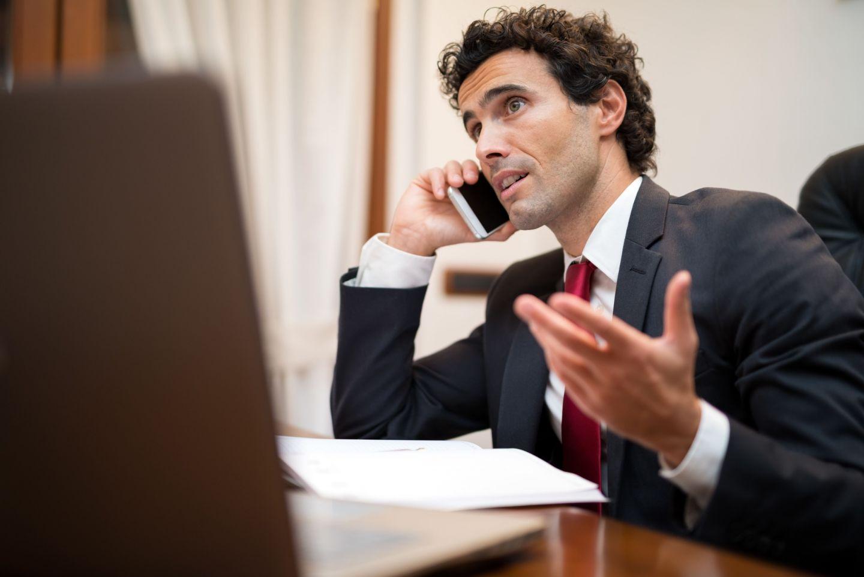 этого бизнесмен с телефоном картинка мне